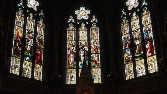 Cathédrale Saint-Jean-Baptiste : ステンドグラスが立派です