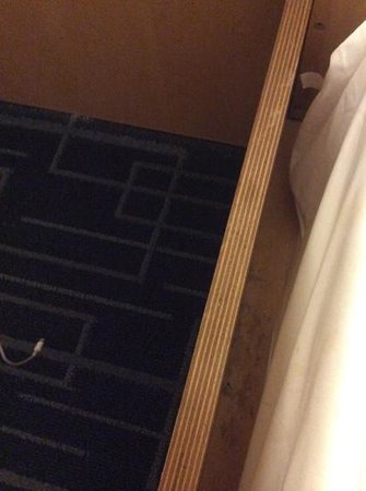 Holiday Inn Express Hotel & Suites Stamford: bed frame meets dirt and dust