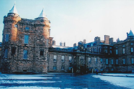 Palace of Holyroodhouse: The other end of Palace Front