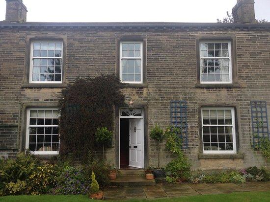 Brook House: Exterior