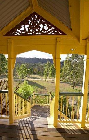 Mt Barney Lodge Country Retreat: Boolamoola veranda vista