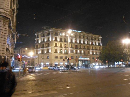 UNA Hotel Napoli: ホテル外観