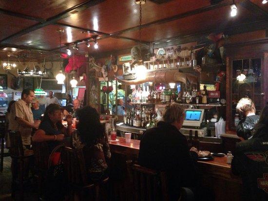 Cassie's Supper Club : Bar scene