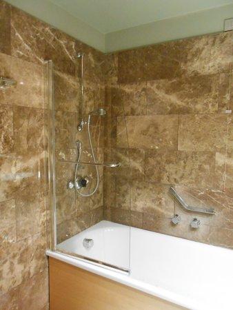 UNA Hotel Napoli: バスルーム