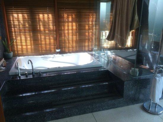 The Samaya Bali Seminyak : Bathtub