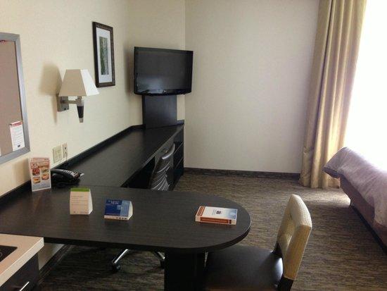 Candlewood Suites Arundel Mills / BWI Airport: TV / Desk