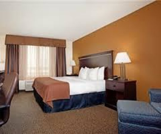 Holiday Inn Express Hotel & Suites Pueblo North: King room