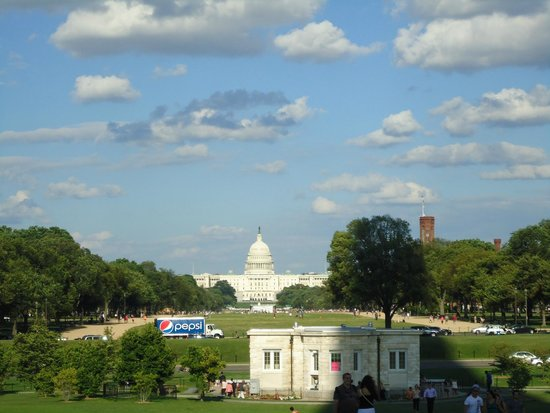 Capitol Hill : The majestic view of the building from the central mall.