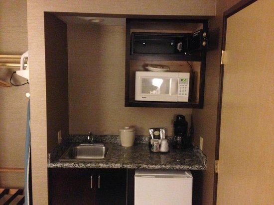 Holiday Inn Seattle Downtown: Sink / Microwave