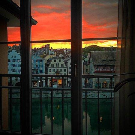 Storchen Zurich : Sunrise from room 424