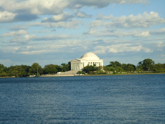 Jefferson Memorial: The beautiful monument and exquisite surroundings.