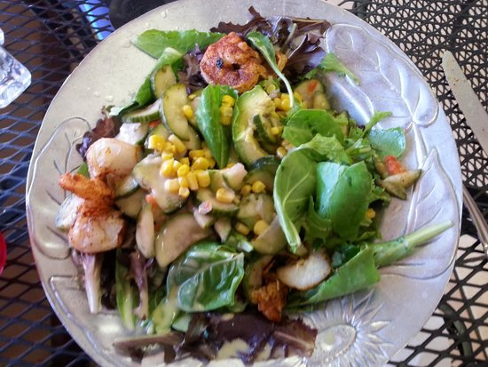Whiptail Grill : Stuffed avocado salad