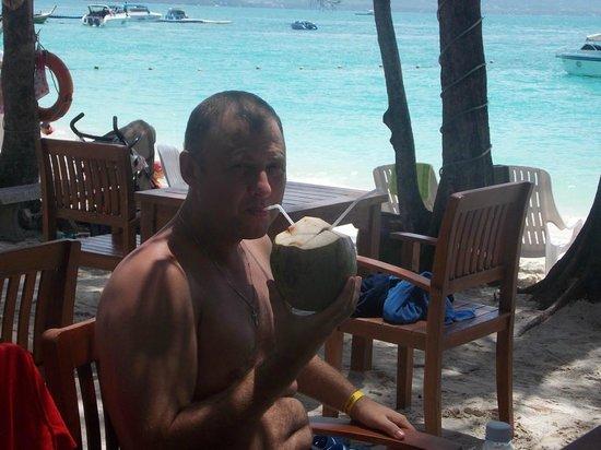 Coral Island Resort: Кафе на берегу