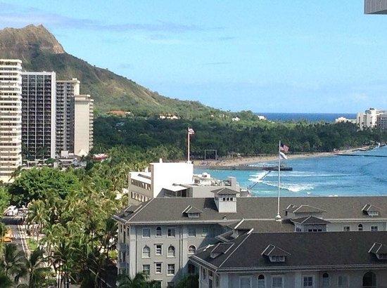 Holiday Inn Resort Waikiki Beachcomber: Diamond Head from the balcony - a little camera zoom