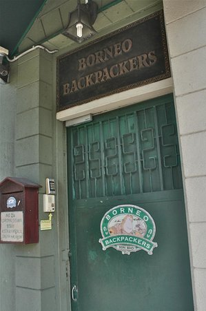 Borneo Backpackers: Entrance