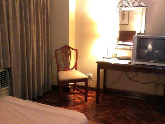 Copa Businessman's Hotel: TV, desk, chair, air-conditioner