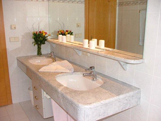 Fruhstuckspension-Appartementhaus Wasserer: Badzimmer Appartement