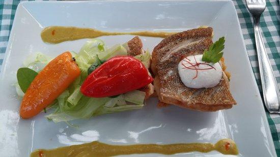 Fleurs D' Olargues: un des plats (poisson)