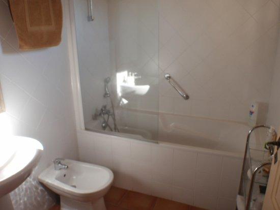 Granges-sur-Lot, Francja: salle de bains