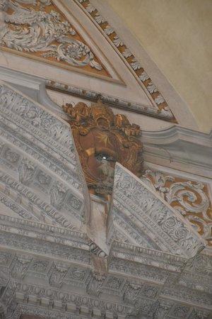 Basilica di Santa Maria degli Angeli e dei Martiri : Lo gnomone e la cornice tagliata per far passare la luce