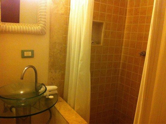 """Casa Ixchel : Baño de la habitación """"Contemplation"""" tiene todo lo necesario"""