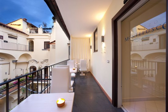 Palazzo Montefusco Sorrento: terrace Capri style
