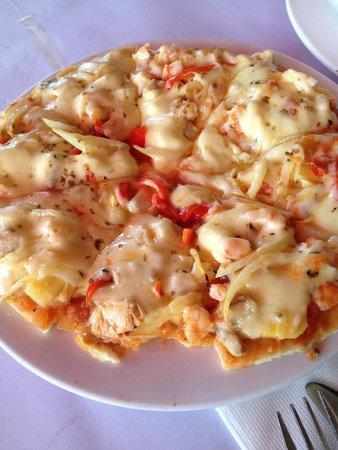 La Monde Restaurant: small pizza  delicious~