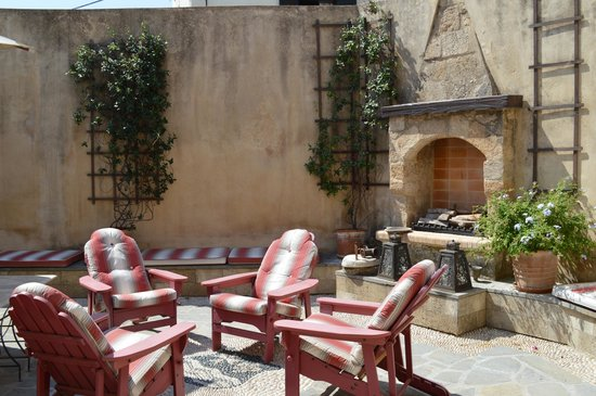 Zacosta Villa Hotel: The Courtyard
