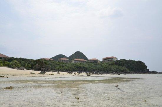Club Med Ishigakijima : ビーチから客室棟をのぞむ