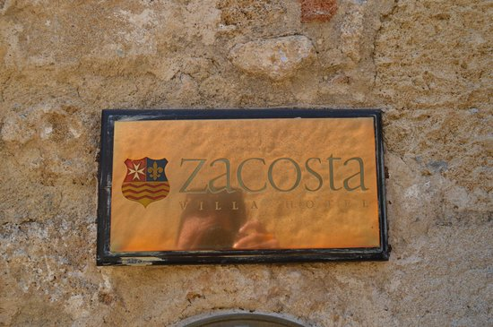 Zacosta Villa Hotel: The hotel name plate