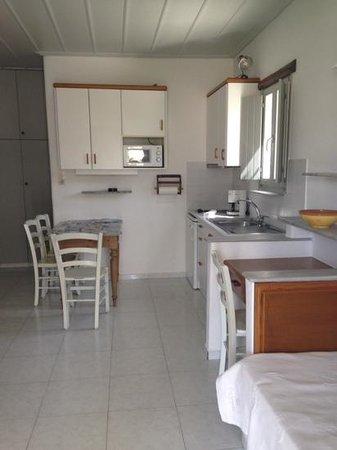 Paros Apartments: soggiorno/cucina