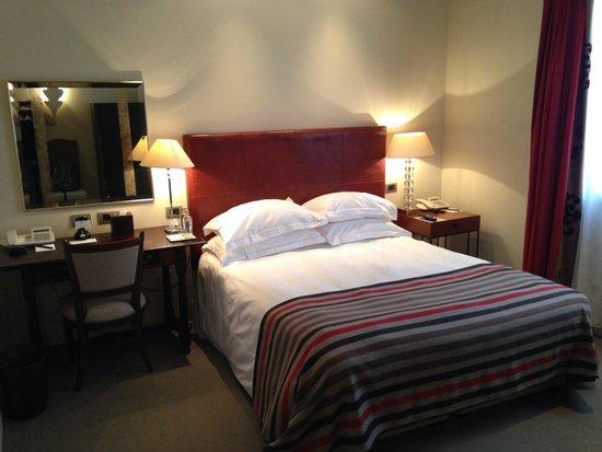 Hotel Amigo : Room