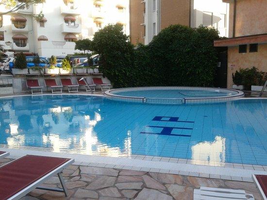 Hotel Piccadilly: piscina piccole e grandi