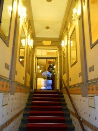 Hotel Raffaello : Aufgang zur Reception