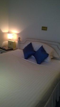 Blue Hayes Hotel: lowarh room
