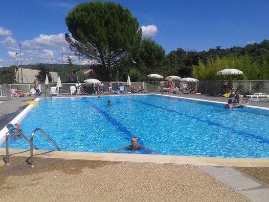 Castel Luberon: la piscine