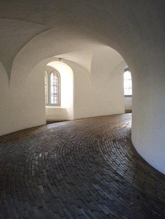 Rundetårn : Подъем внутри башни.