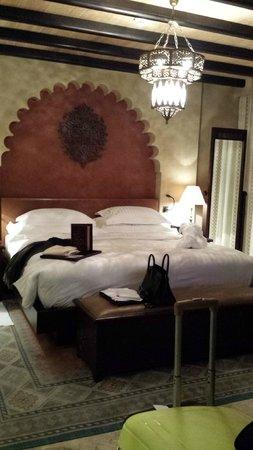 Qasr Al Sarab Desert Resort by Anantara: Bedroom