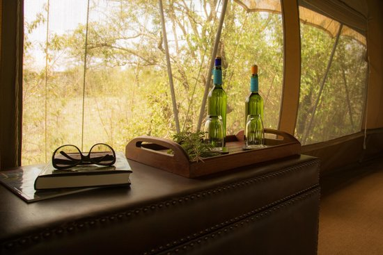Naboisho Camp, Asilia Africa: Drinking water is always available in the room..