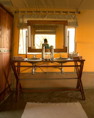 Naboisho Camp, Asilia Africa: There's always warm water in the thermos..