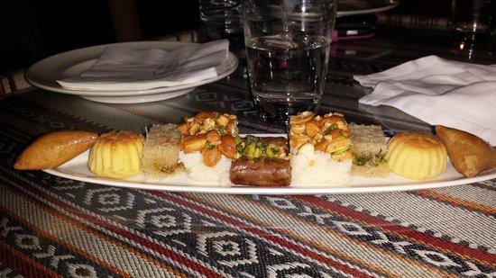 Qasr Al Sarab Desert Resort by Anantara: Dinner