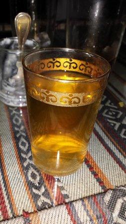 Qasr Al Sarab Desert Resort by Anantara: Moroccan tea after dinner