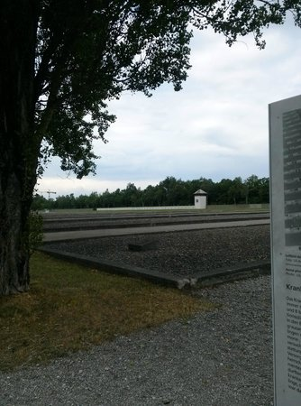 KZ-Gedenkstätte Dachau: These are the sites where the barracks used to stand. To this day, there are only two left.