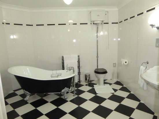 Beechwood Hotel: Bathroom View
