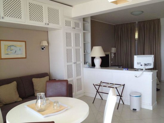 Villa Oasis Residence: Camera vista dalla cucina