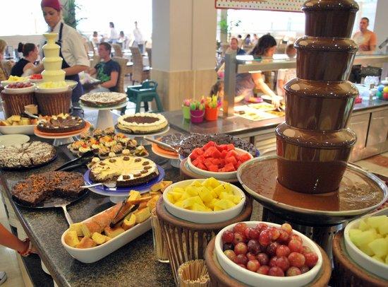 H10 Mediterranean Village: The Staurday night fondant and sweets