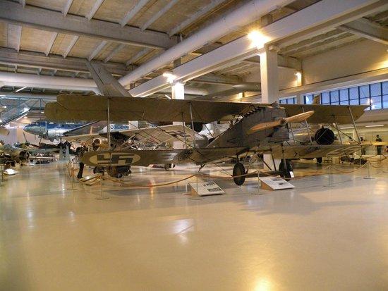 Suomen Ilmavoimamuseo: Salin etuosa