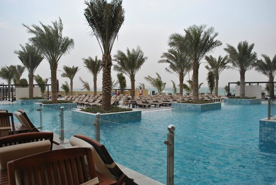 Doubletree by Hilton Ras Al Khaimah: Бассейн