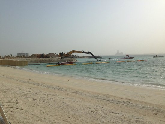 Doubletree by Hilton Ras Al Khaimah: Рядом с отелем началась стройка!