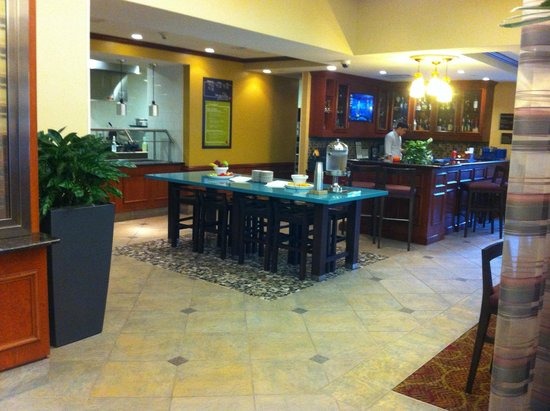 Hilton Garden Inn Houston/The Woodlands: Breakfast Bar